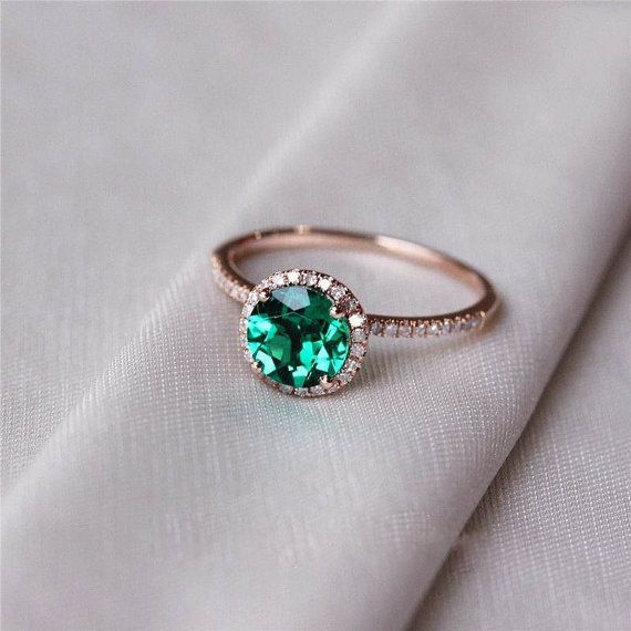 anel em ouro rosé com esmeralda e diamantes