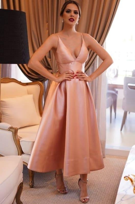 look festa com vestido midi rodado de cetim