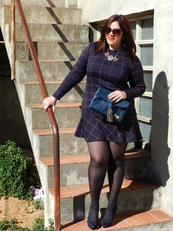 look plus size com vestido de manga longa e meia calça
