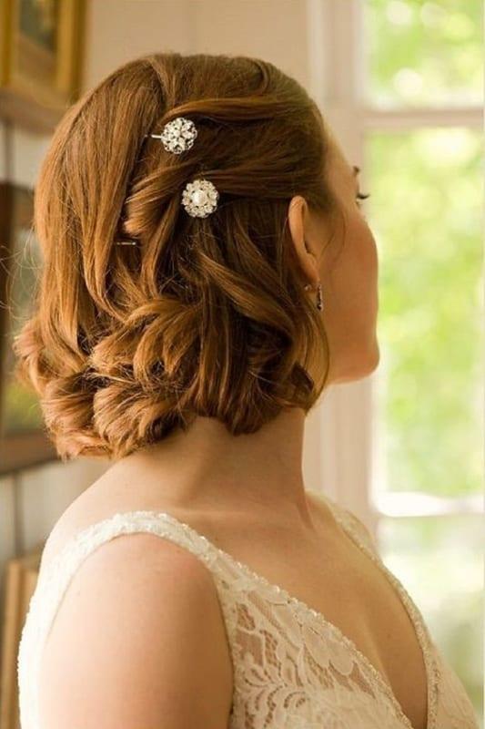 penteado com cachos para noiva de cabelo curto