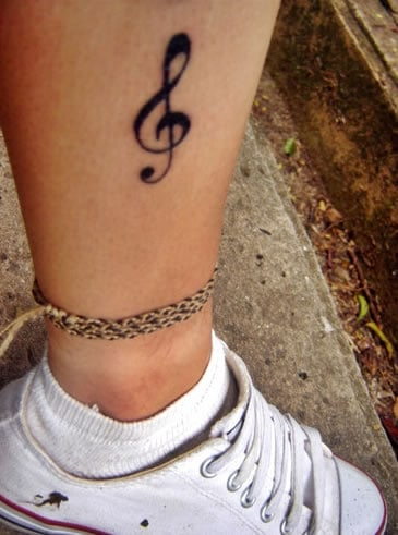 tatuagem de clave de sol simples
