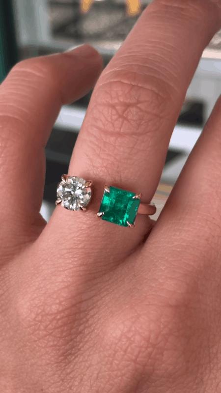 anel feminino moderno com esmeralda e brilhante