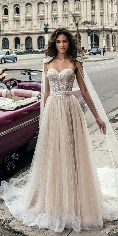 vestido de noiva boho com saia rodada e tomara que caia