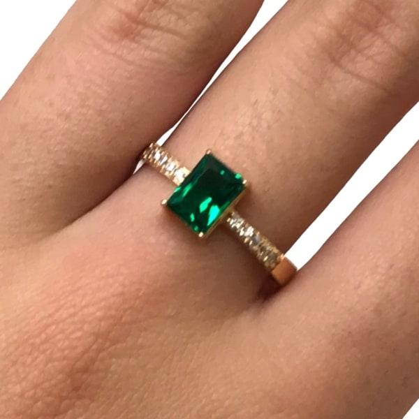 Anel solitário de esmeralda verde de ouro 18k