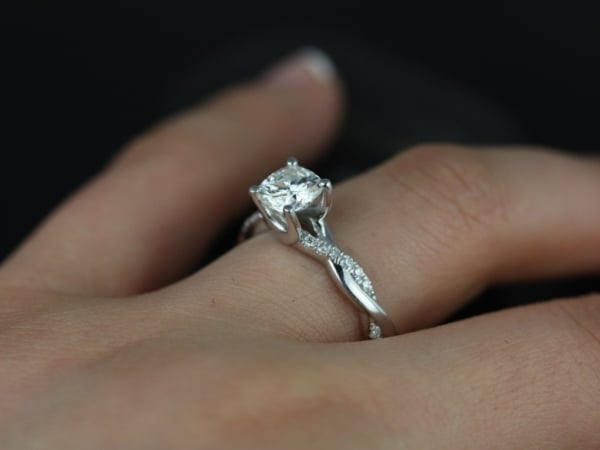 Anel solitário ouro branco 18k de diamantes