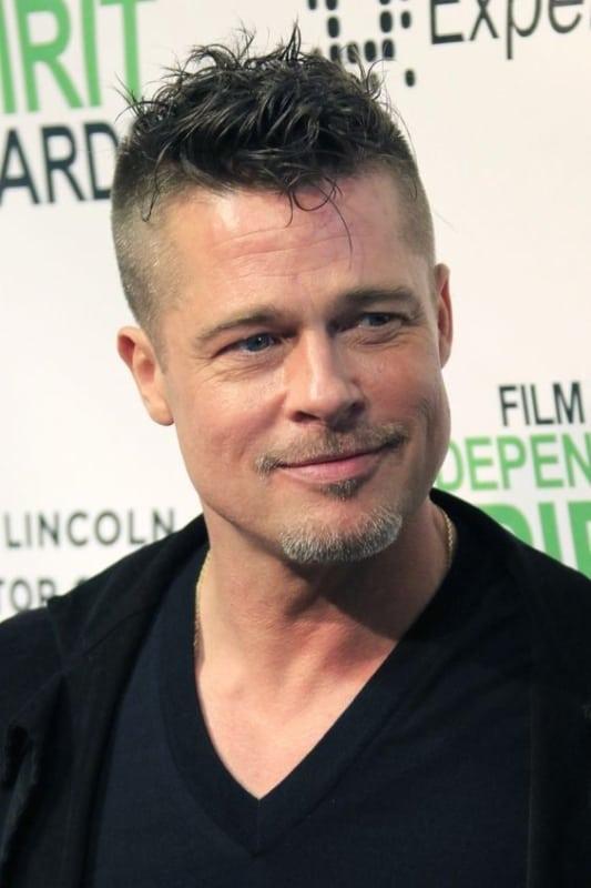 Brad Pitt de bigode e cavanhaque
