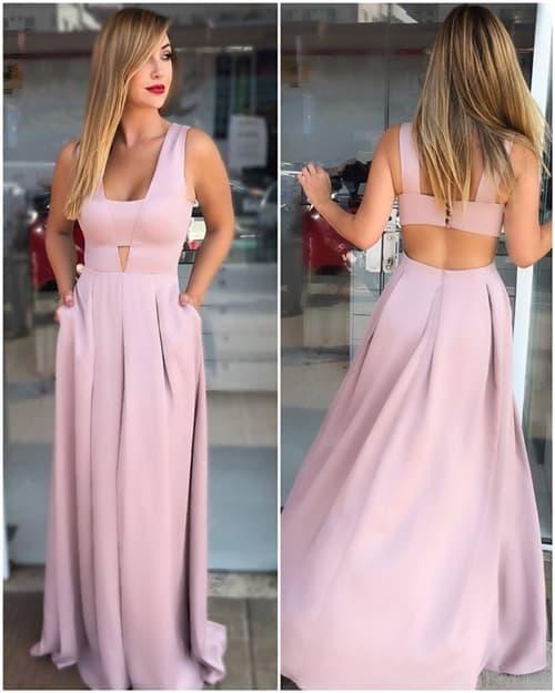 Frente e verso de vestido rosinha longo com decote diferente