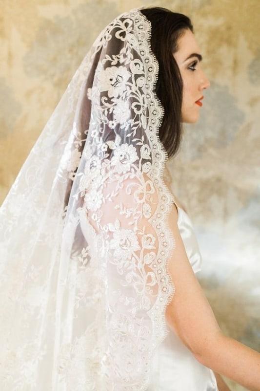 Mantilha com caimento lindo na noiva