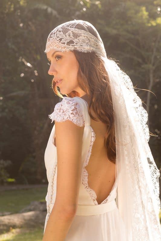 Outra forma de colocar o véu amantilhado na noiva