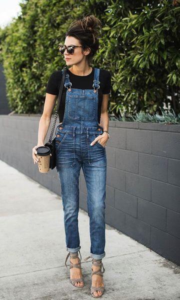 Look estiloso com jardineira jeans