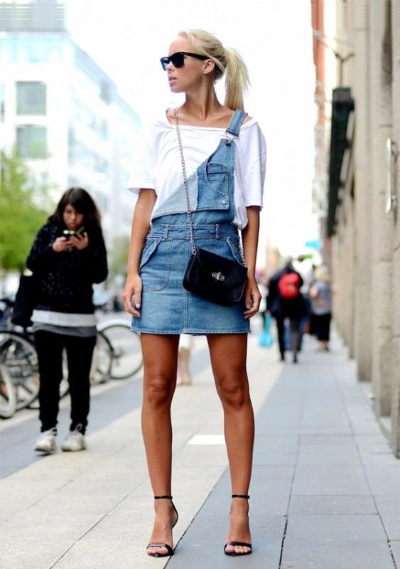 Look feminino com salto preto e salopete jeans