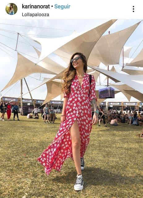Look para Lollapalooza com vestido longo estampado e colorido
