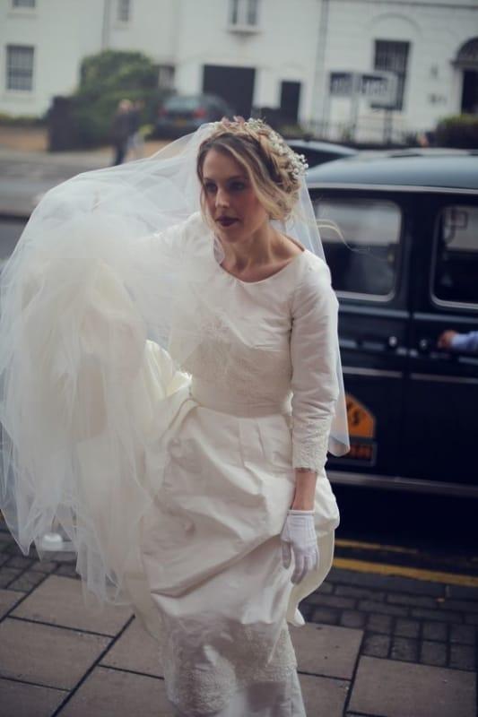 Luvas de noiva curtinhas para usar com vestido de mangas longas
