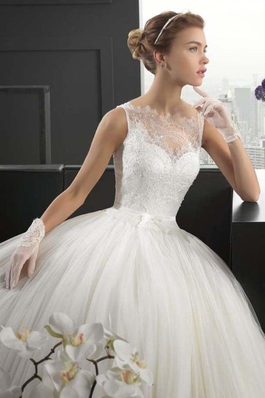 Luvas de noiva curtas com vestido rendado