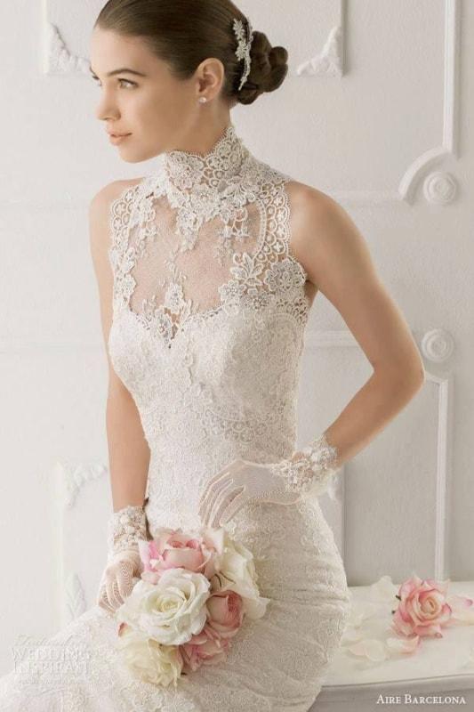 Vestido de noiva rendado com luvas