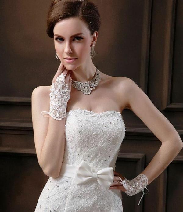 Luvas de noiva bordadas