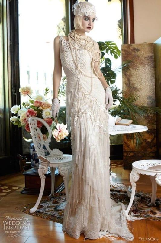 Sugestão de visual vintage para noiva com luvas curtas