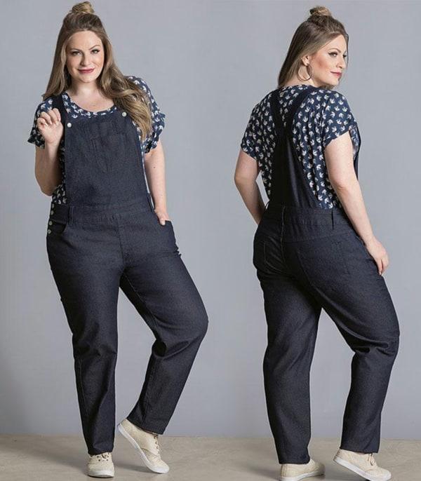 Modelo de jardineira plus size com jeans