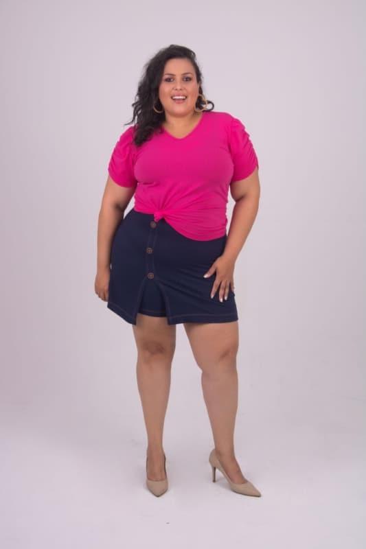 Modelo jeans de short transpassado plus size