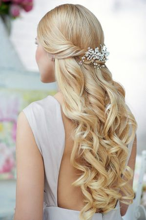 Penteados para madrinhas em cabelos longos 23