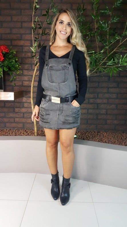 Sugestão de como usar jardineira feminina saia