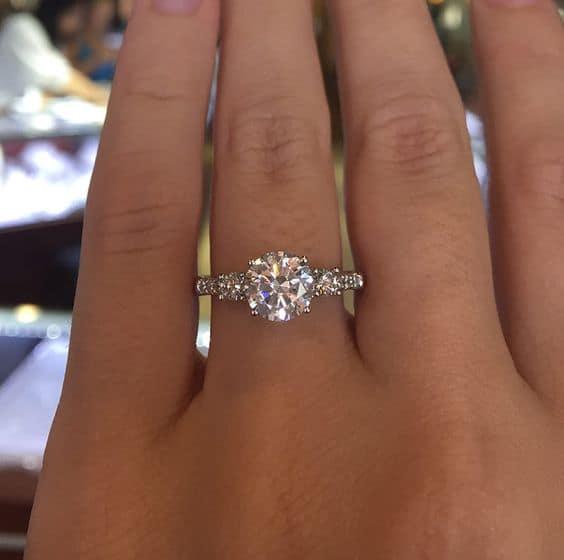 Tipo de anel solitário de diamante