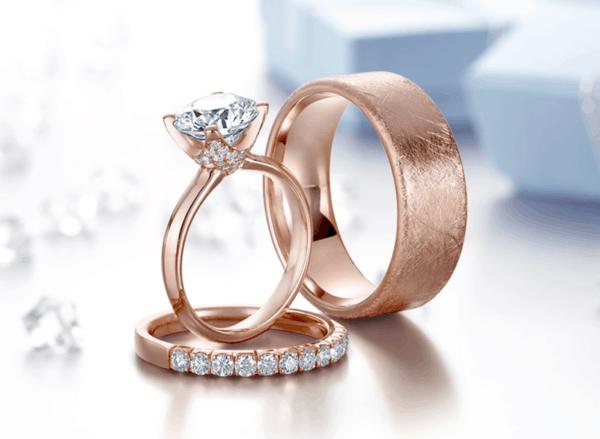 Tipo de anel solitário de ouro rosé