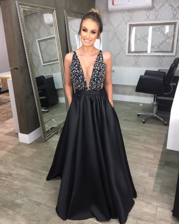 Vestido de festa com decote preto