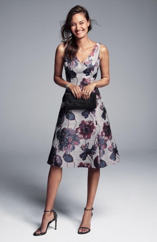 Vestido floral e social simples