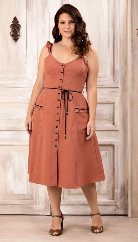 Vestido rodado plus size com botões