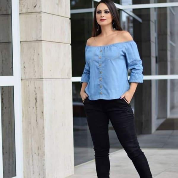 blusa ciganinha jeans com calça jeans