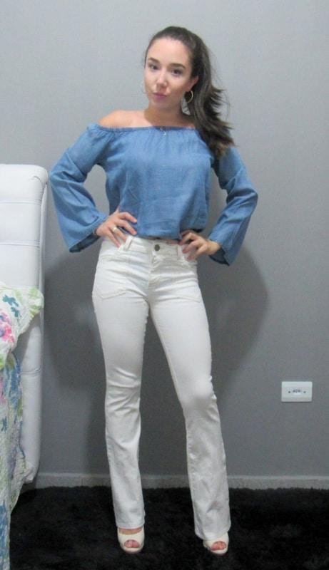 blusa ciganinha jeans com jeans branca