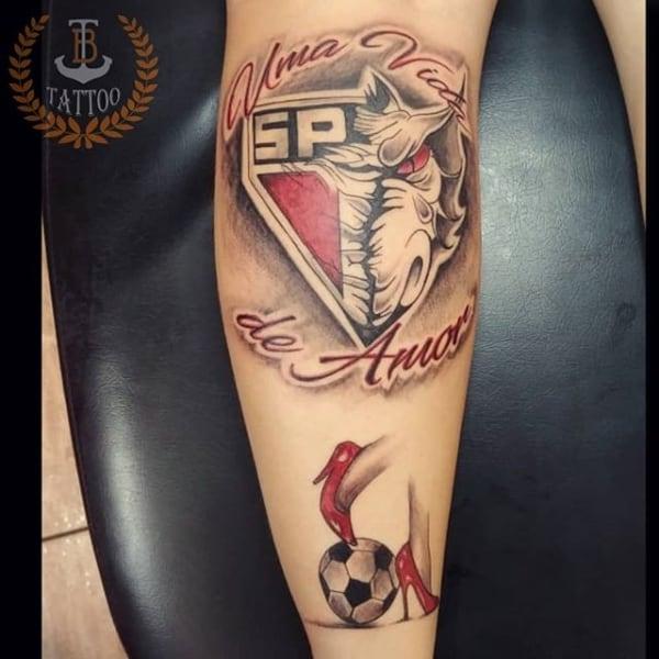 ideia de tatuagem São Paulo na perna