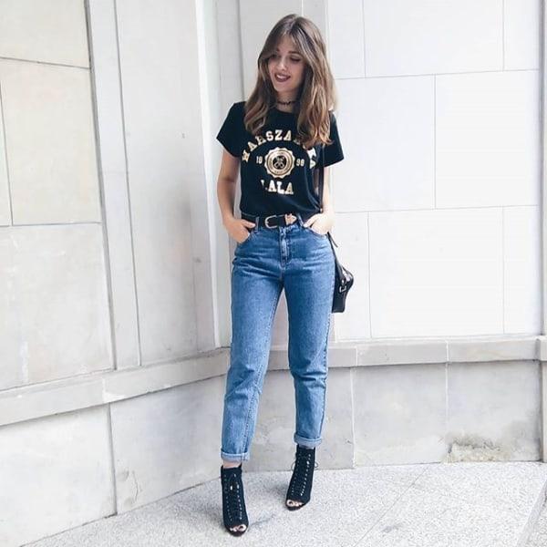 looks para ir ao cinema com jeans e bota preta
