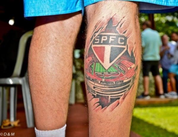 tatuagem São Paulo na perna completa