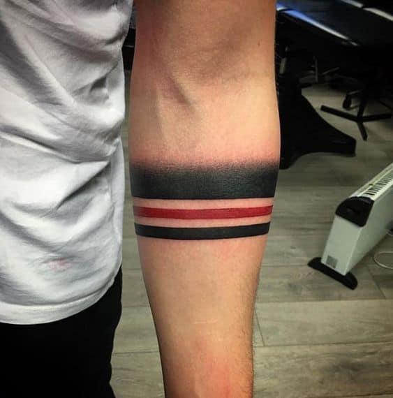 tatuagem São Paulo no braço listras