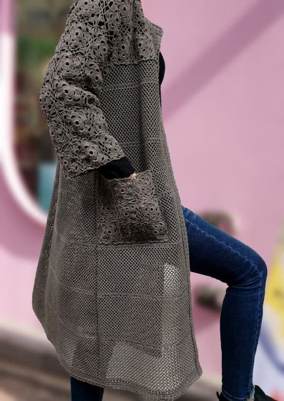 casaco de crochê longo com bolso