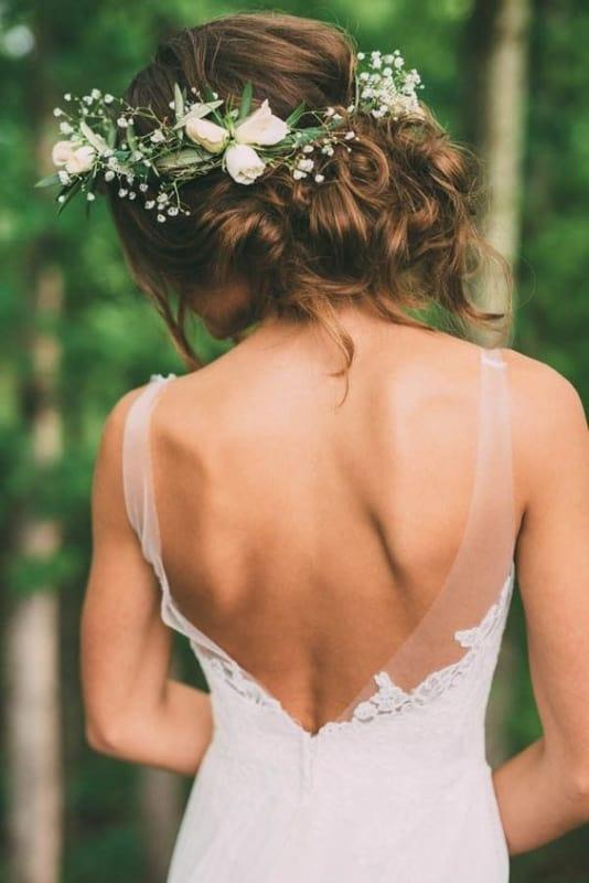 noiva com arranjo tiara de flores naturais