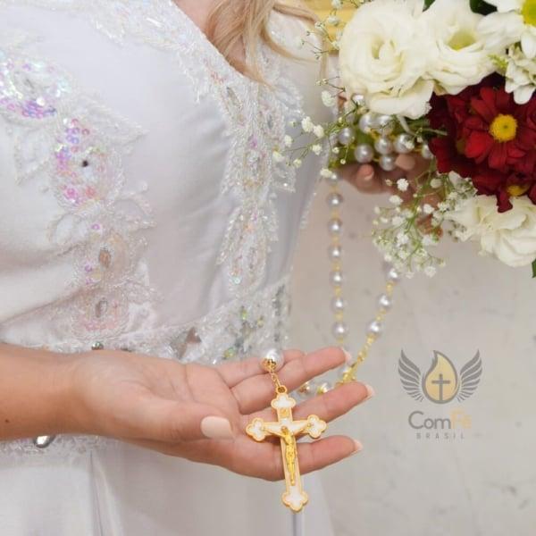 terço para noiva com pérolas e crucifixo dourado