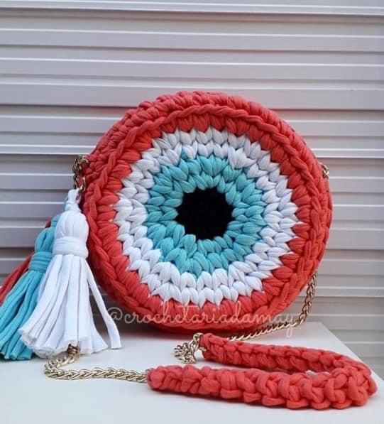 bolsa redonda e colorida de fio de malha
