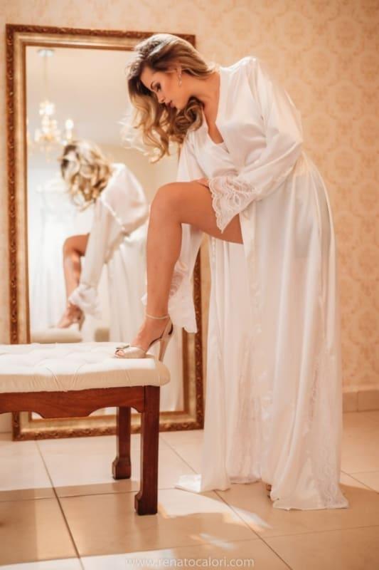 modelo de robe longo com renda para noiva