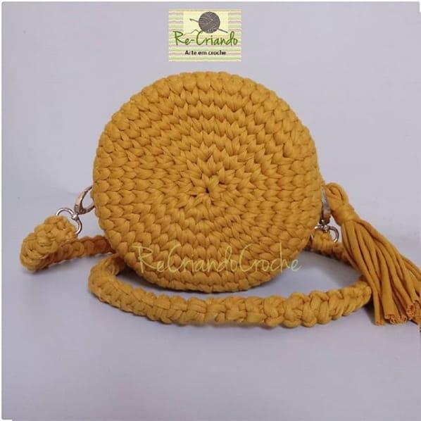 bolsa amarela e redonda em fio de malha