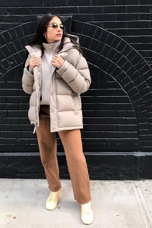 look de inverno com jaqueta bege