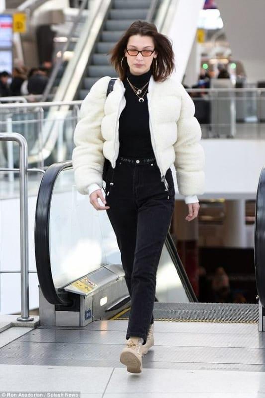 look de inverno com jaqueta branca