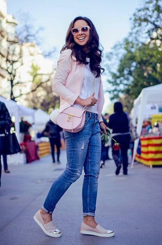 look com calça jeans e tênis slip on feminino