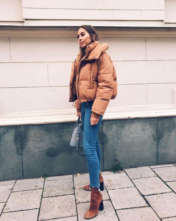 look de inverno com jaqueta caramelo e bota
