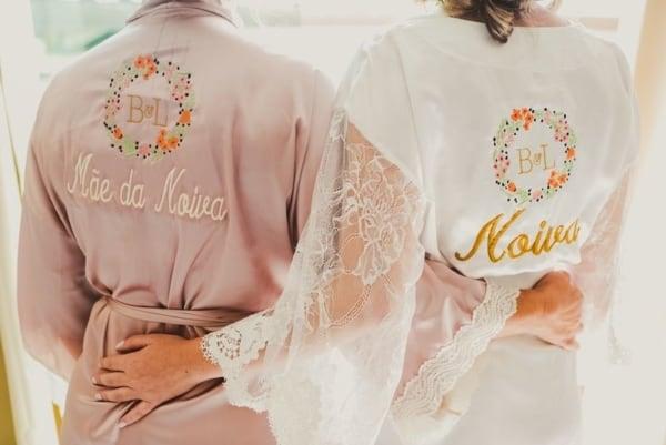 robe de noiva e mão da noiva bordados e personalizados