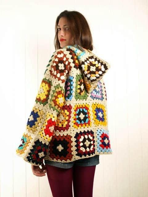 casaco de crochê quadradinho com capuz
