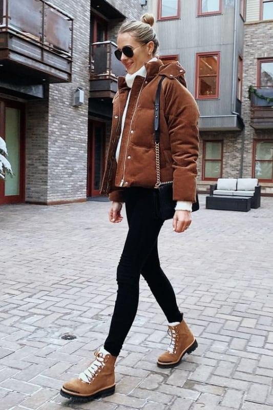 look de inverno com jaqueta marrom e coturno