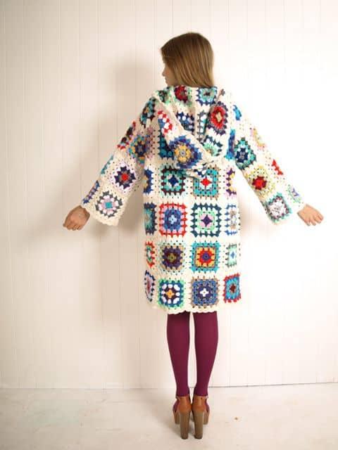 casaco feminino de crochê square com capuz